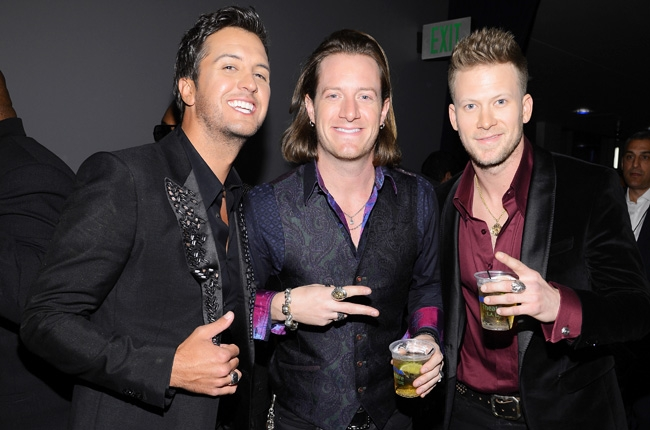 luke-bryan-florida-georgia-line-amas-2013-backstage-650-430