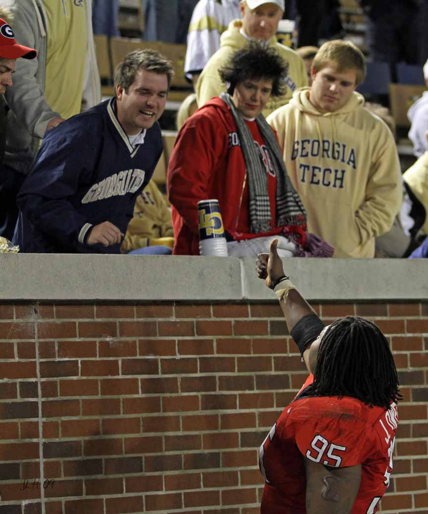 Jeff Owens blows off the Tech fans after the 09 UGA vs GT game  Go Dawgs