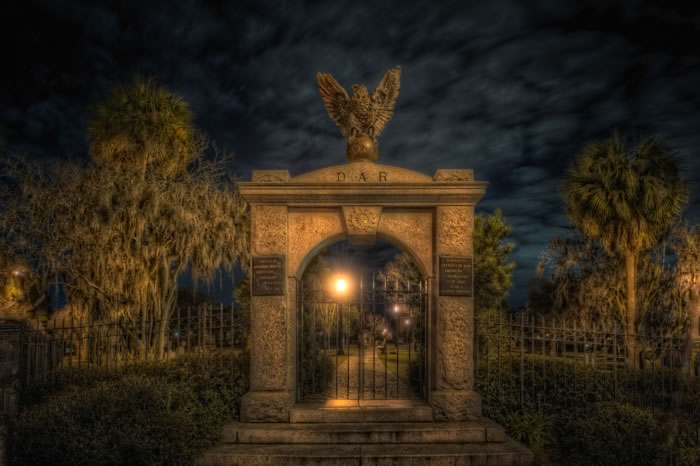 haunted-colonial-park-cemetery