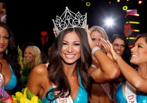 Janet Layug wins Miss Hooters International