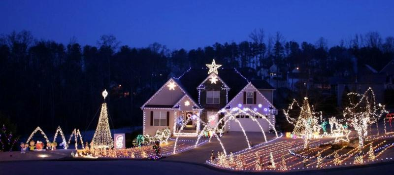 Felix House In Georgia Has The BEST Christmas Display GAFollowers - Christmas Lights Display Ideas
