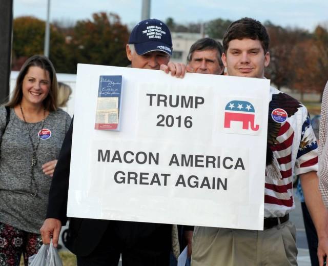 113015_Trump_signs2_LF