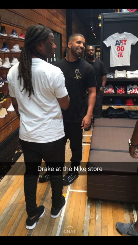 Drake Randomly Visits Lenox Mall In Atlanta Pics Gafollowers
